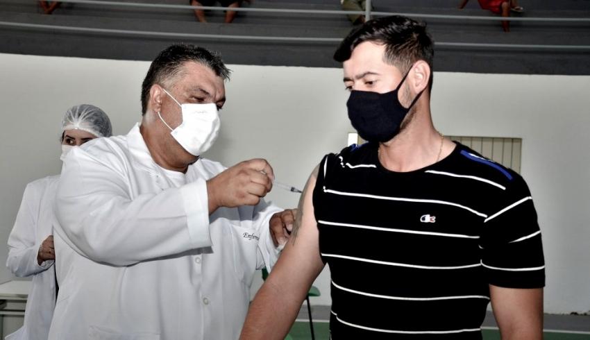 Covid-19: SFI planeja alcançar 90% da população adulta com a primeira dose nesta semana